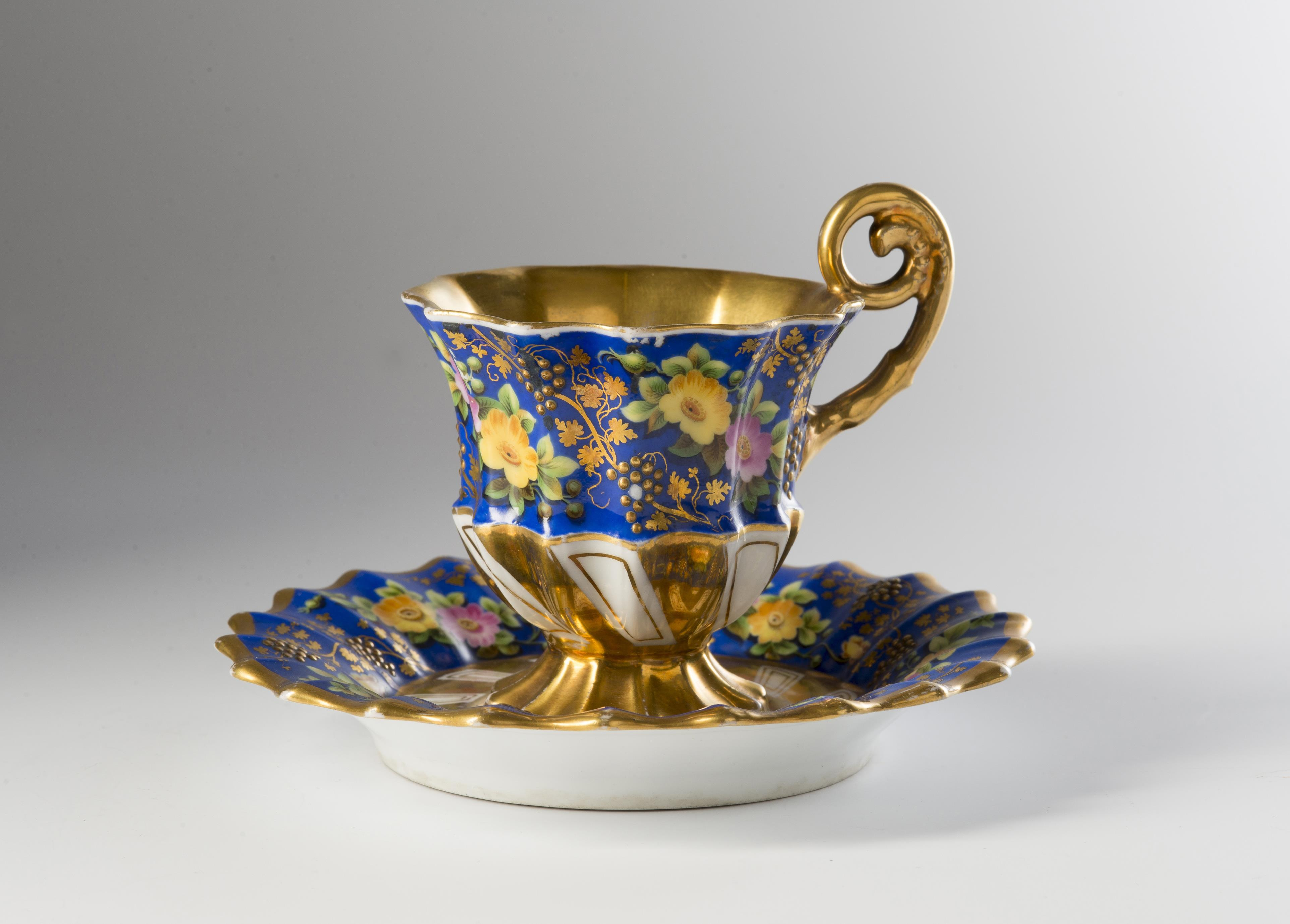 Biedermeier-style Cup with a Saucer - Art and Antiques 2018