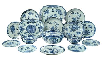 Elements of a Blue and White Export Service, China, 18th/19th Century, - L'Art de Vivre
