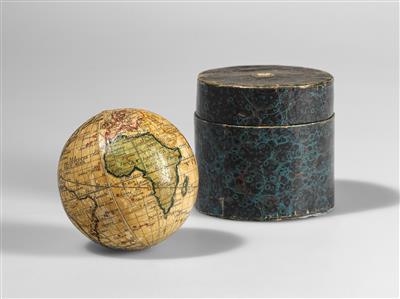 Historische wissenschaftliche Instrumente und Globen; Klassische Fotoapparate und Zubehör