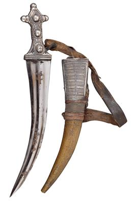 Saudi Arabia: A curved dagger, also known as 'Wahabite Jambiya', with sheath and rich silver décor. - Arte Tribale