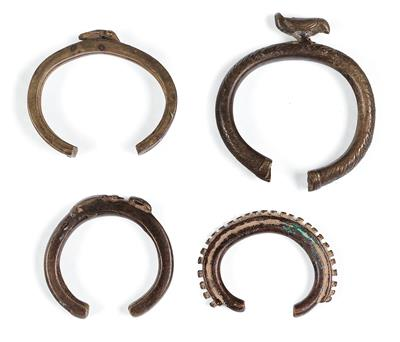 Mixed lot (4 items), Africa, Burkina Faso or Ivory Coast, tribes: Lobi or Senufo: 4 bangles. - Mimoevropské a domorodé umění