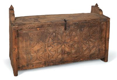 Pathans, North Pakistan, Hindu Kush Mountains, Swat Valley: a lidded coffer made of cedar wood, the front side decorated with flat floral and foliate reliefs. - Tribal Art