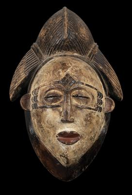 Punu, Gabon, Dem. Rep. of Congo: a beautiful, old mask of the white 'okuyi mask' type. From the Punu Tsengi (or Punu-Tsangui) subgroup, from the border region Gabon/west Congo. - Tribal Art
