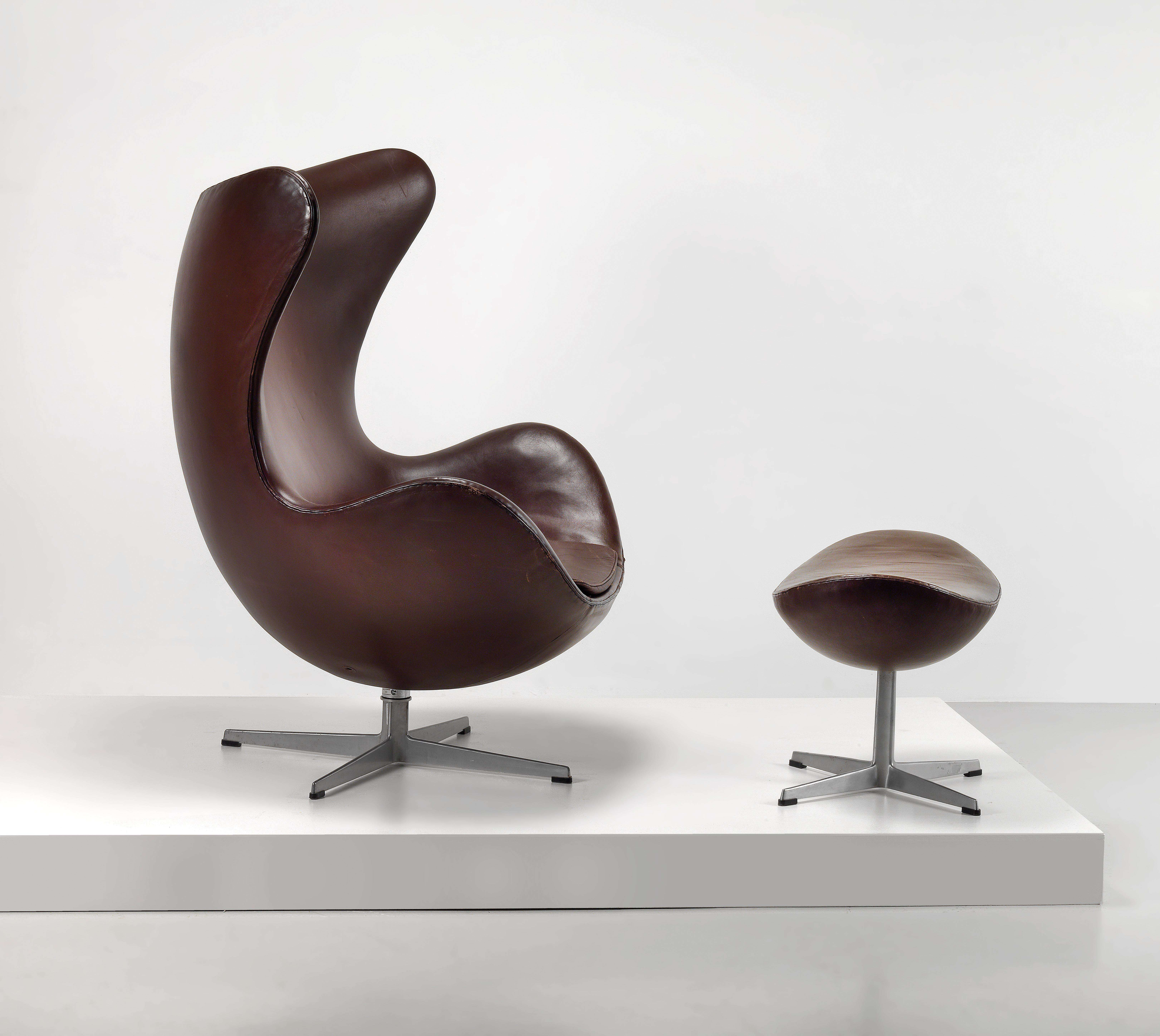 An Egg Chair Model No 3316 And Stool Designed By Arne Jacobsen Design 2016 06 16 Realized Price Eur 4 750 Dorotheum