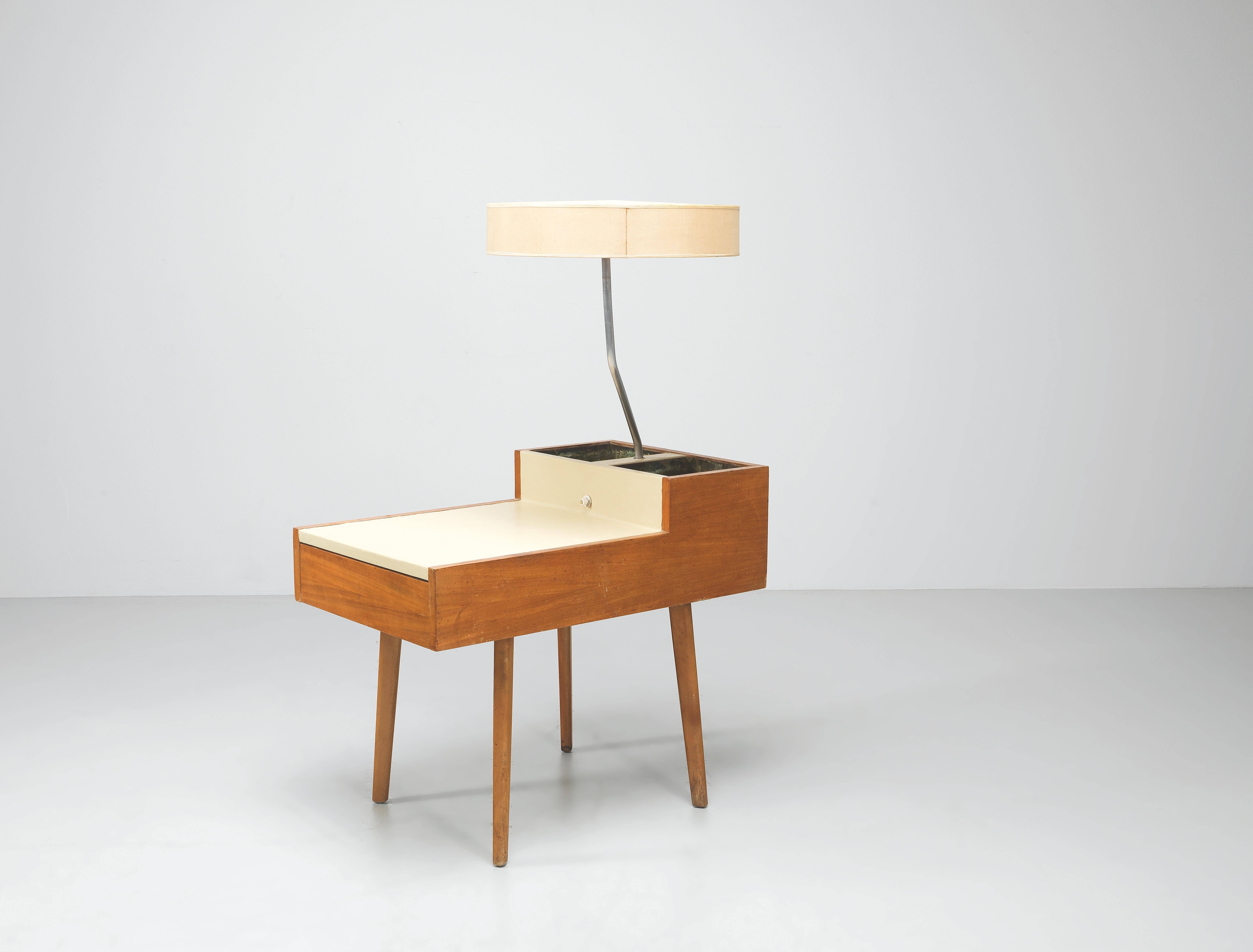 A Bedside Table Side Table With Integrated Table Lamp Mod No 4634 L Designed By George Nelson Design 2020 10 07 Estimate Eur 2 000 To Eur 3 000 Dorotheum