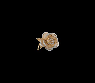 A diamond floral brooch with movable parts, total weight c. 2.40 ct - Jewellery