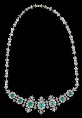 A diamond and emerald necklace - Jewellery