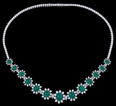 A Diamond and Emerald Necklace - Klenoty
